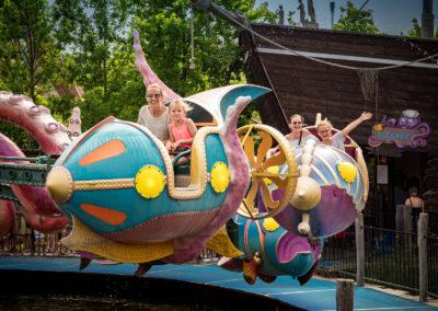 Mutter und Tochter im Piratenflieger im Familypark im Burgenland