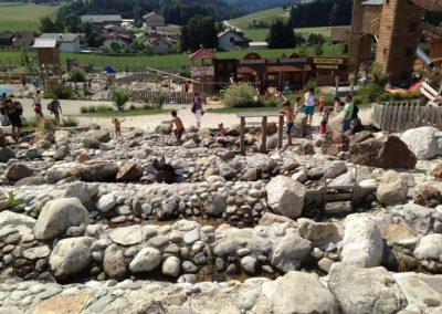 Wasser und Steine - was braucht Kind mehr