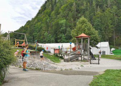 Auf dem Spielplatz in St. Wolfgang im Salzkammergut wird es nicht langweilig.
