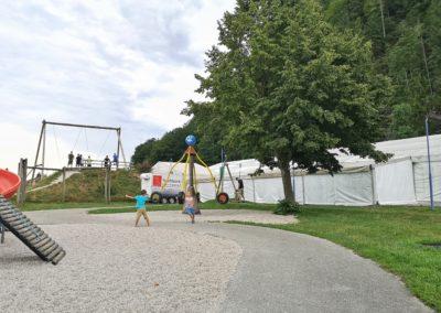 Schaukeln, Rutschen, Kletterturm und vieles mehr findet sich am Spielplatz in St. Wolfgang