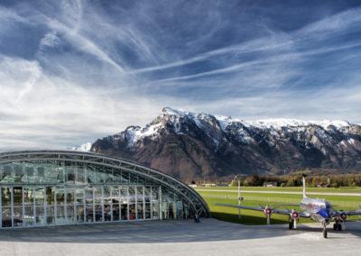 Spektakulär von innen und von außen: der Hangar-7 in Salzburg
