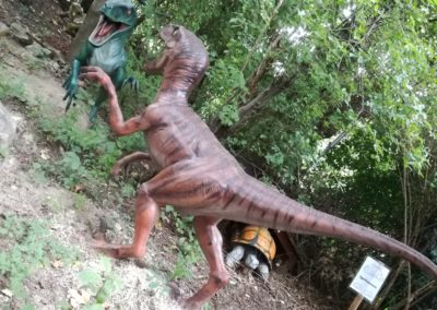 Sogar Dinosaurer finden sich im artenreichsten Reptilienzoo Österreichs, in Kärnten