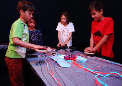 Wie funktioniert der Mensch? Dieser und mehrere Fragen gehen die Kinder in diesem fantastischen Museum nach. Credit: ZOOM Children's Museum/J.J. Kucek