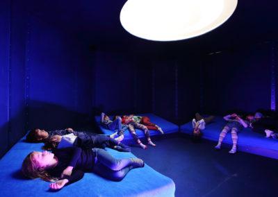 Auch das Schlafen kann im Zoom Kindermuseum entdeckt werden. Credit: ZOOM Children's Museum/J.J. Kucek