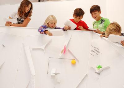 Kinder entdecken die Welt im Zoom Kindermuseum. Credit: ZOOM Children's Museum/J.J. Kucek