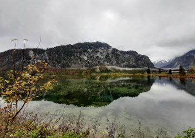 Der Almsee ist ein tolles Ausflugsziel für wanderlustige Familien